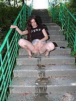 Kinky ho pisses down the granite stairway in park