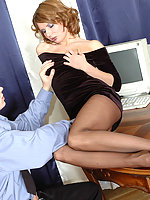 Hot policeman is obsessed with temptation to suck babe's feet clad in nylon